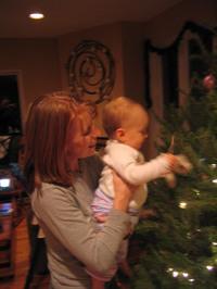 Chloedecoratingtree2